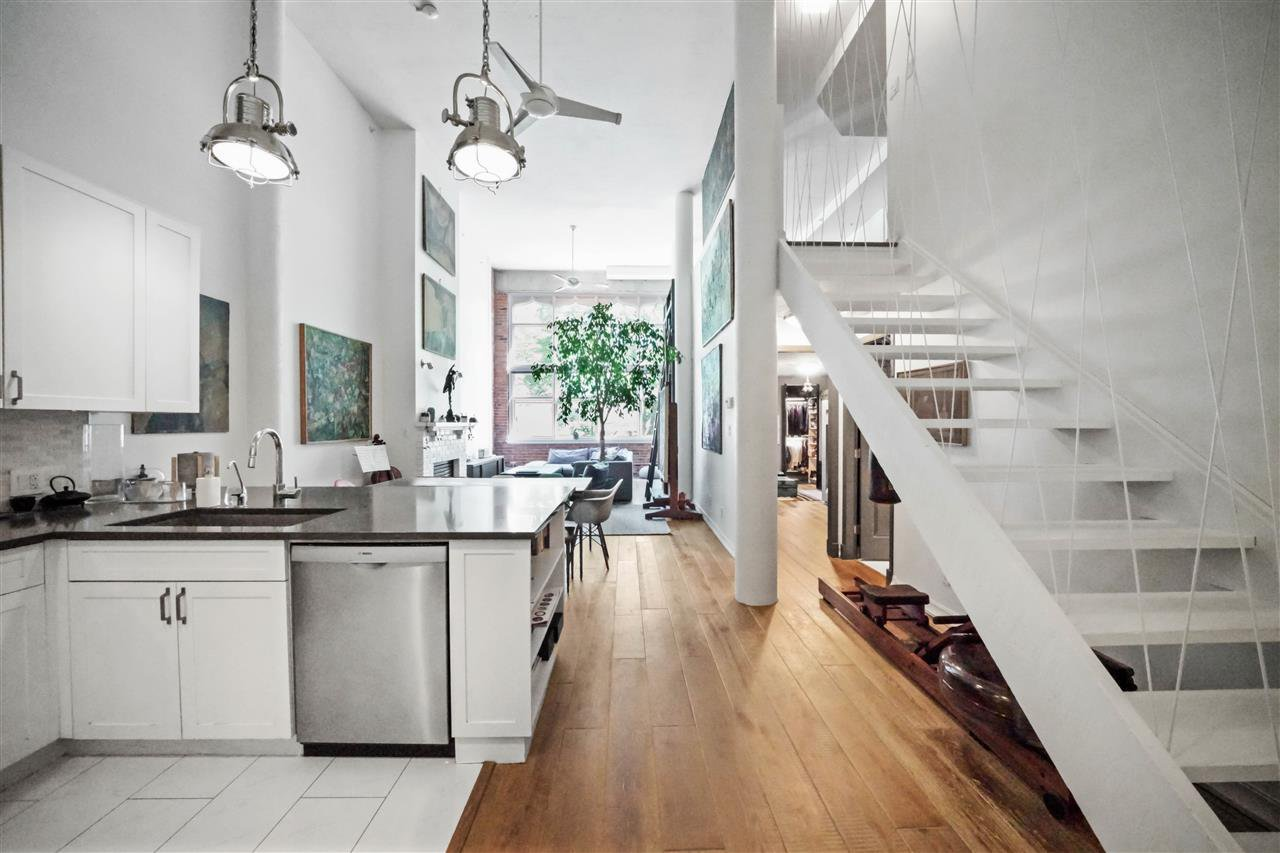 """Photo 7: Photos: 201 2525 QUEBEC Street in Vancouver: Mount Pleasant VE Condo for sale in """"CORNERSTONE"""" (Vancouver East)  : MLS®# R2477033"""