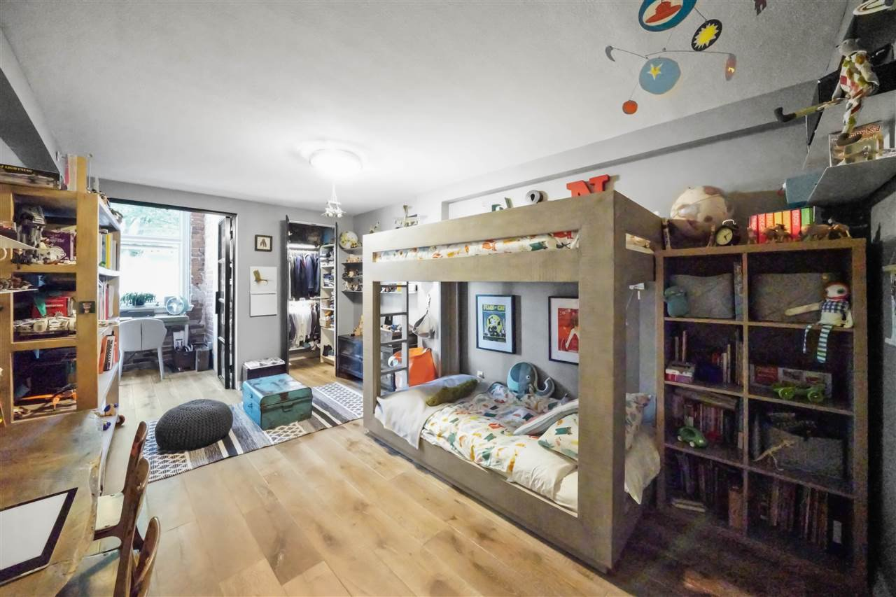 """Photo 10: Photos: 201 2525 QUEBEC Street in Vancouver: Mount Pleasant VE Condo for sale in """"CORNERSTONE"""" (Vancouver East)  : MLS®# R2477033"""