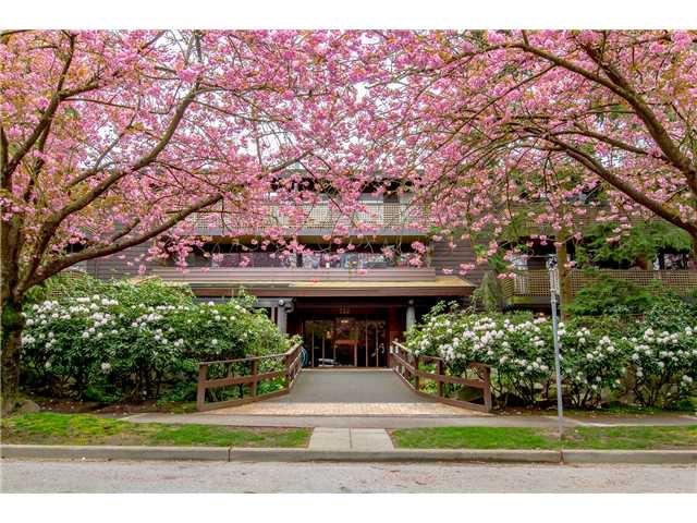 "Main Photo: 110 330 E 7TH Avenue in Vancouver: Mount Pleasant VE Condo for sale in ""LANDMARK BELVEDERE"" (Vancouver East)  : MLS®# V1059571"