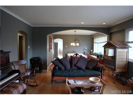 Main Photo: 5010 Santa Clara Ave in VICTORIA: SE Cordova Bay Single Family Detached for sale (Saanich East)  : MLS®# 683806