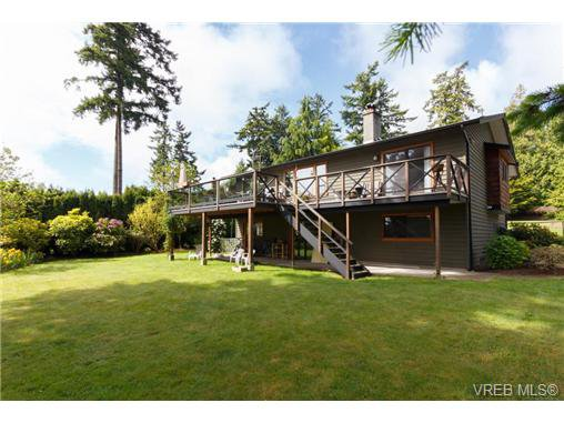 Main Photo: 2637 Tanner Rd in VICTORIA: CS Martindale House for sale (Central Saanich)  : MLS®# 701814