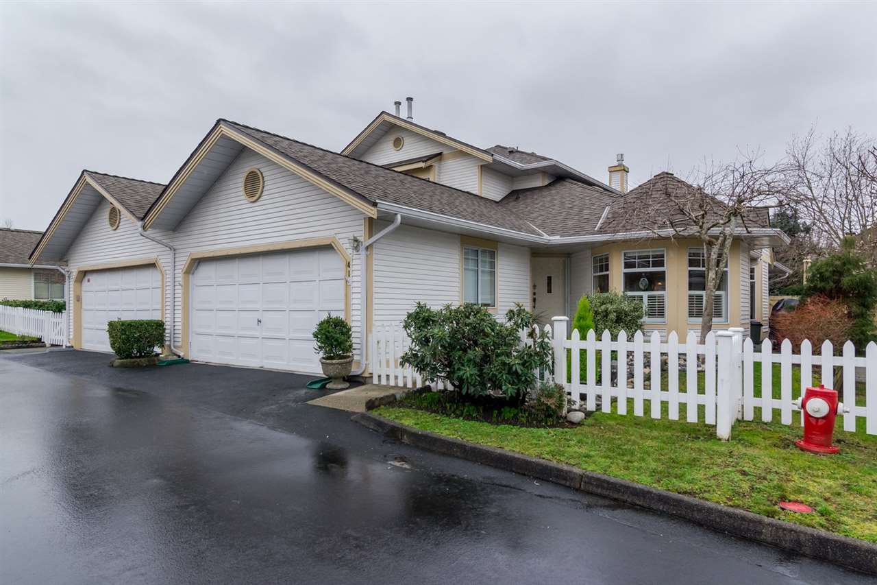 "Main Photo: 41 21138 88 Avenue in Langley: Walnut Grove Townhouse for sale in ""SPENCER GREEN"" : MLS®# R2032543"