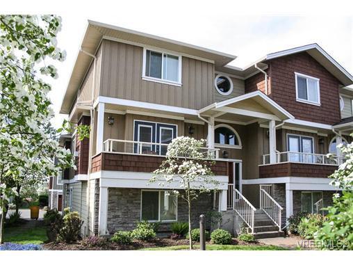 Main Photo: 560 Heatherdale Lane in VICTORIA: SW Royal Oak Townhouse for sale (Saanich West)  : MLS®# 363838