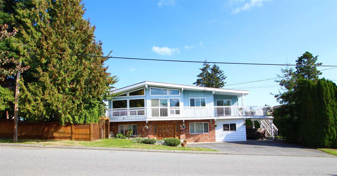 "Main Photo: 887 TWENTY FIRST Street in New Westminster: Connaught Heights House for sale in ""CONNAUGHT HEIGHTS"" : MLS®# R2112493"