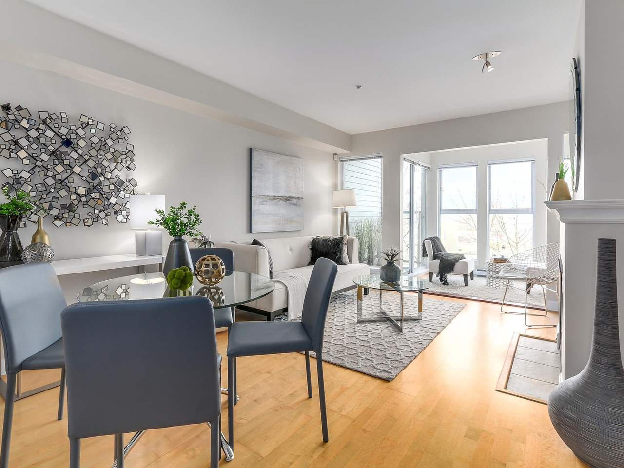 "Main Photo: 301 3637 W 17TH Avenue in Vancouver: Dunbar Condo for sale in ""HIGHBURY HOUSE"" (Vancouver West)  : MLS®# R2131522"