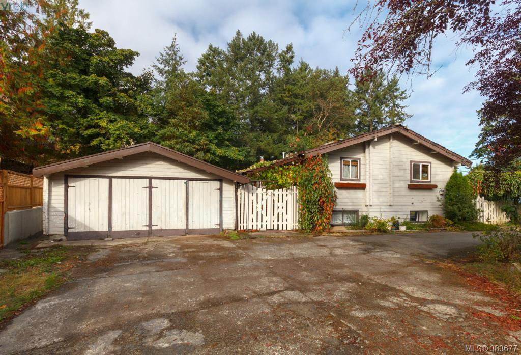 Main Photo: 6898 Woodward Dr in BRENTWOOD BAY: CS Brentwood Bay Single Family Detached for sale (Central Saanich)  : MLS®# 771146