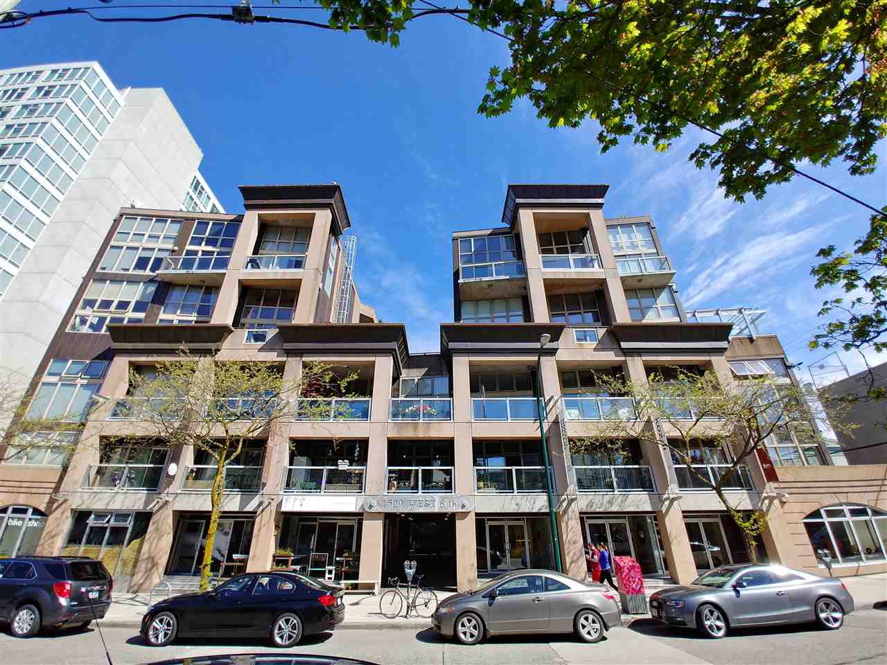 Main Photo: 318 1529 W 6TH Avenue in Vancouver: False Creek Condo for sale (Vancouver West)  : MLS®# R2264614