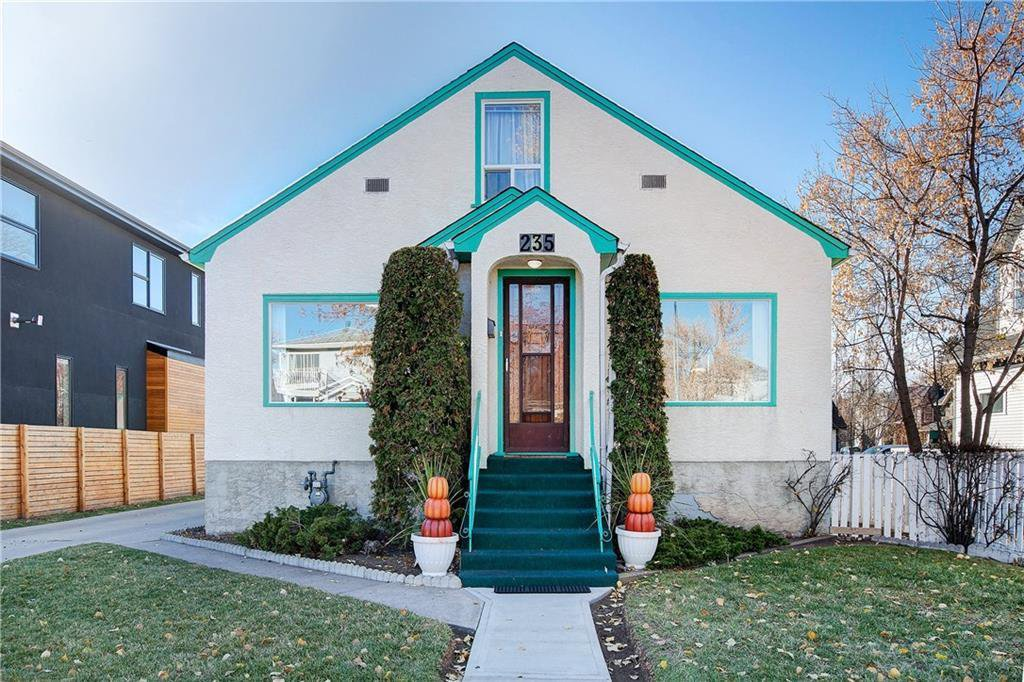 Main Photo: 235 15 Avenue NW in Calgary: Crescent Heights Detached for sale : MLS®# C4214644