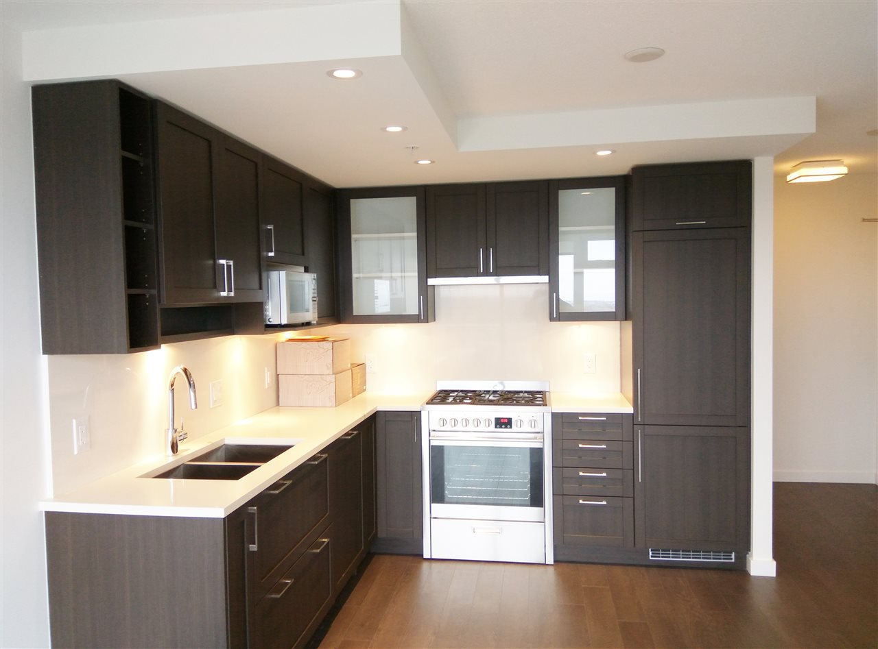 """Main Photo: 3106 5665 BOUNDARY Road in Vancouver: Collingwood VE Condo for sale in """"Wall Centre Central Park"""" (Vancouver East)  : MLS®# R2352830"""