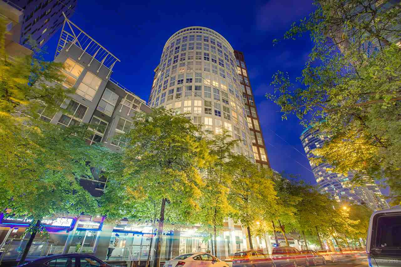 """Main Photo: 404 933 SEYMOUR Street in Vancouver: Downtown VW Condo for sale in """"THE SPOT"""" (Vancouver West)  : MLS®# R2374905"""