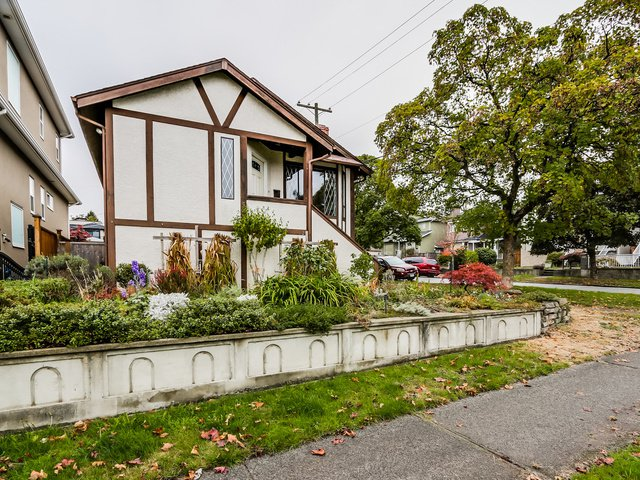 Main Photo: 8007 Montcalm Street in Vancouver: Marpole Home for sale ()  : MLS®# R2007808