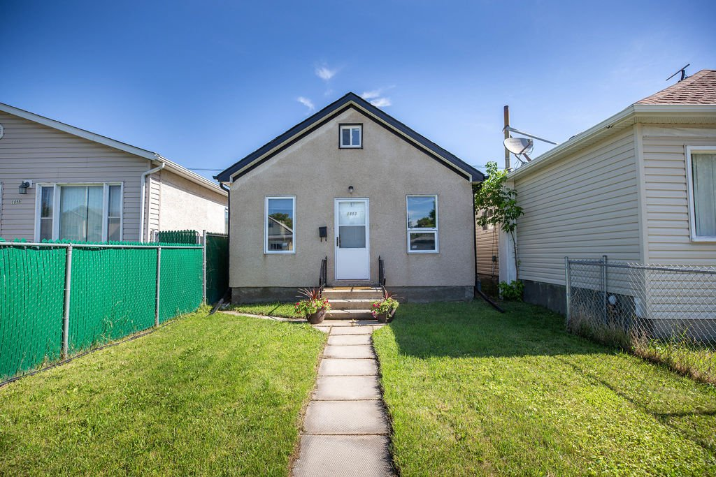 Main Photo: 1853 Elgin Avenue West in Winnipeg: Brooklands Residential for sale (5D)  : MLS®# 1918755