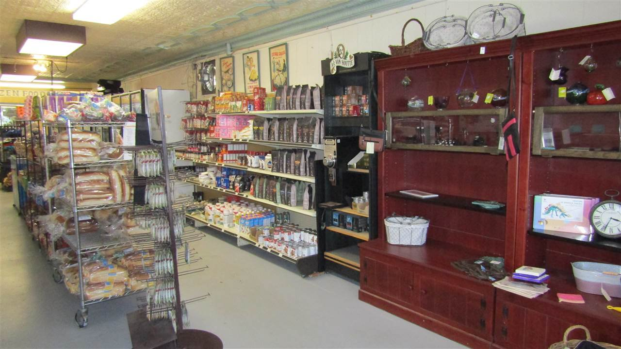 Photo 8: Photos: 17 North Street in Lockeport: 407-Shelburne County Commercial  (South Shore)  : MLS®# 201923799