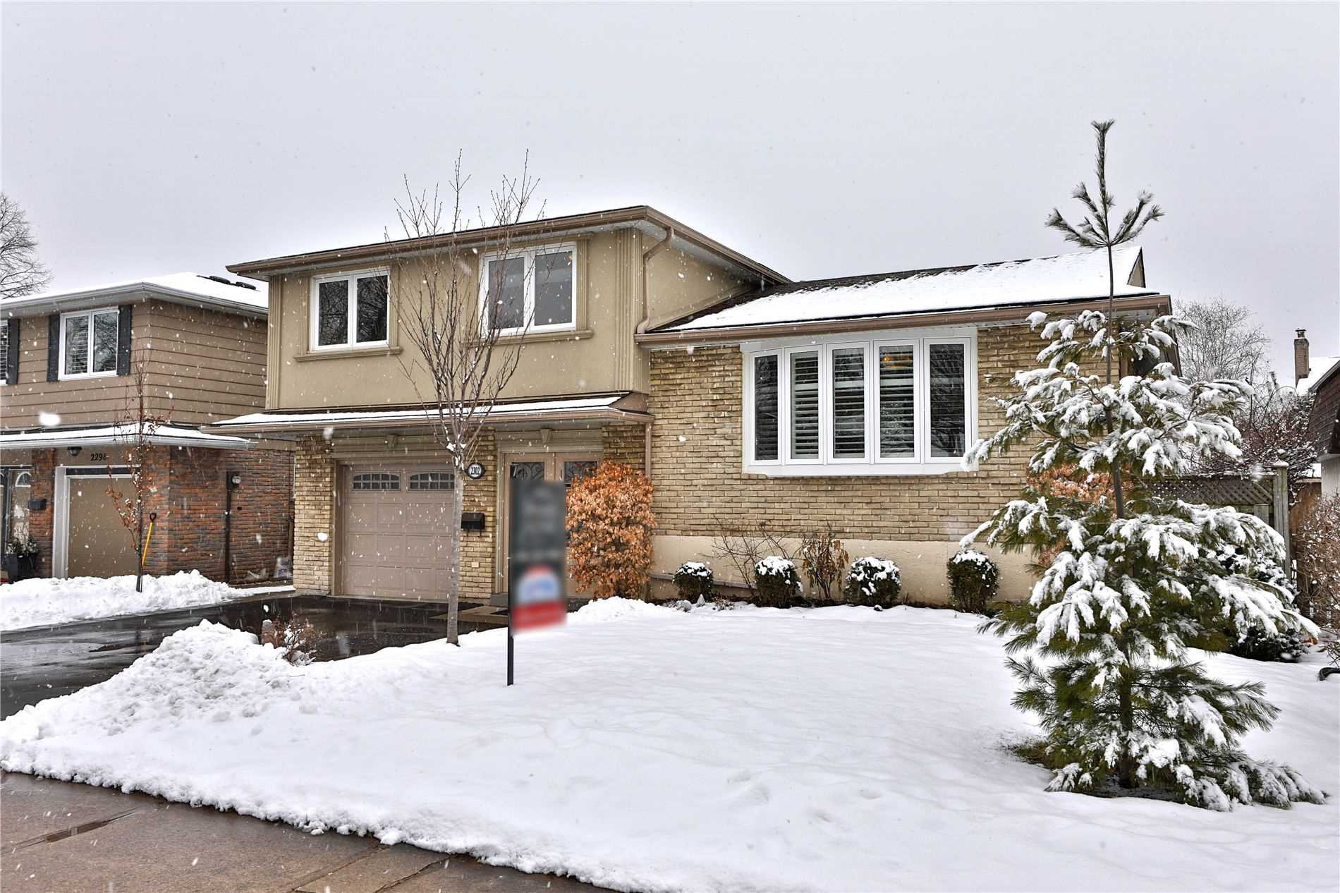 Main Photo: 2302 Wyandotte Drive in Oakville: Bronte West House (Sidesplit 3) for sale : MLS®# W4695457