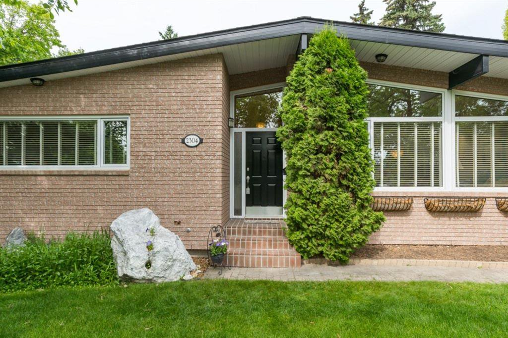 Main Photo: 2304 LONGRIDGE Drive SW in Calgary: North Glenmore Park Detached for sale : MLS®# A1015569