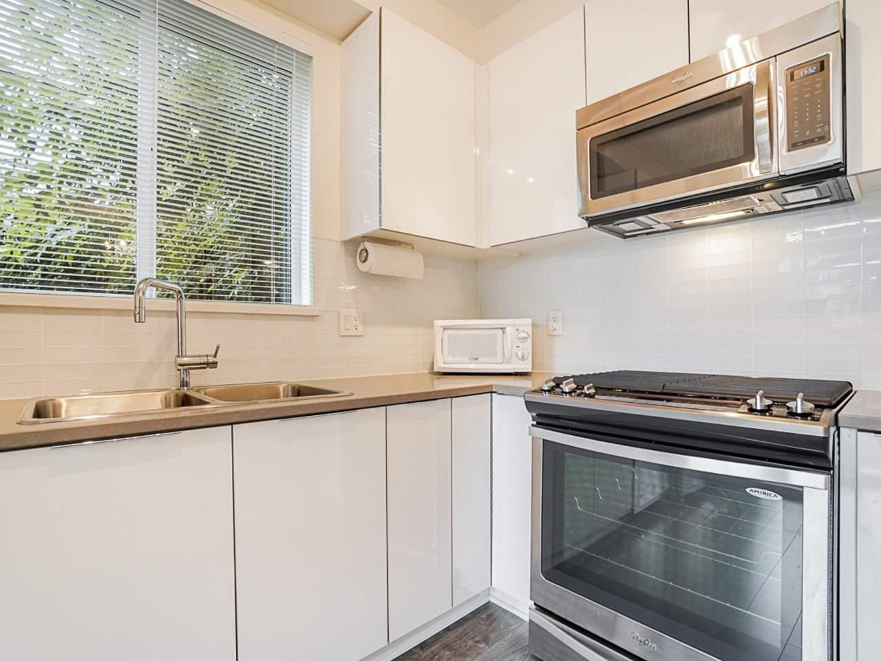 Photo 16: Photos: 108 1151 WINDSOR Mews in Coquitlam: New Horizons Condo for sale : MLS®# R2500299