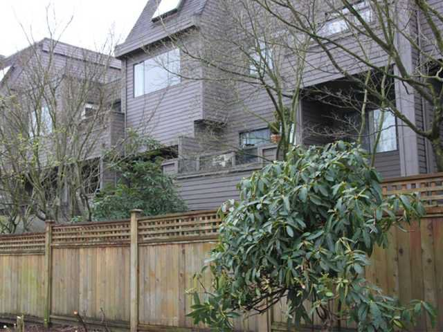"Main Photo: 108 1990 W 6TH Avenue in Vancouver: Kitsilano Condo for sale in ""MAPLEVIEW PLACE"" (Vancouver West)  : MLS®# V878026"