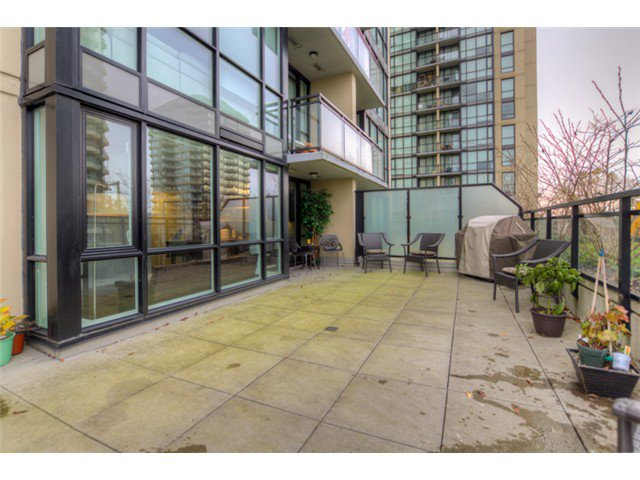 """Photo 8: Photos: # 210 10777 UNIVERSITY DR in Surrey: Whalley Condo for sale in """"CITY POINT"""" (North Surrey)  : MLS®# F1325547"""