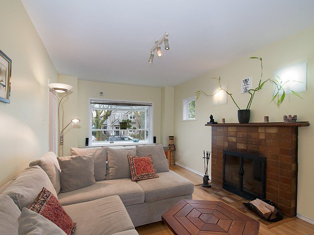 Photo 2: Photos: 3247 W 6TH Avenue in Vancouver: Kitsilano House for sale (Vancouver West)  : MLS®# V1102573