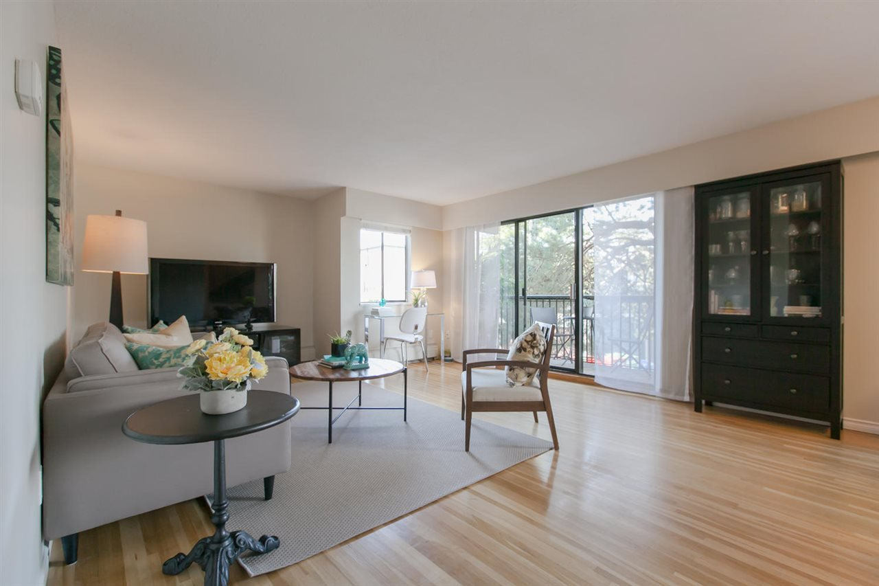 "Main Photo: 210 2125 W 2ND Avenue in Vancouver: Kitsilano Condo for sale in ""Sunny Lodge"" (Vancouver West)  : MLS®# R2000365"
