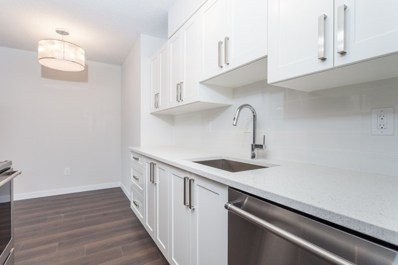 "Main Photo: 216 265 E 15TH Avenue in Vancouver: Mount Pleasant VE Condo for sale in ""The Woodglen"" (Vancouver East)  : MLS®# R2102685"