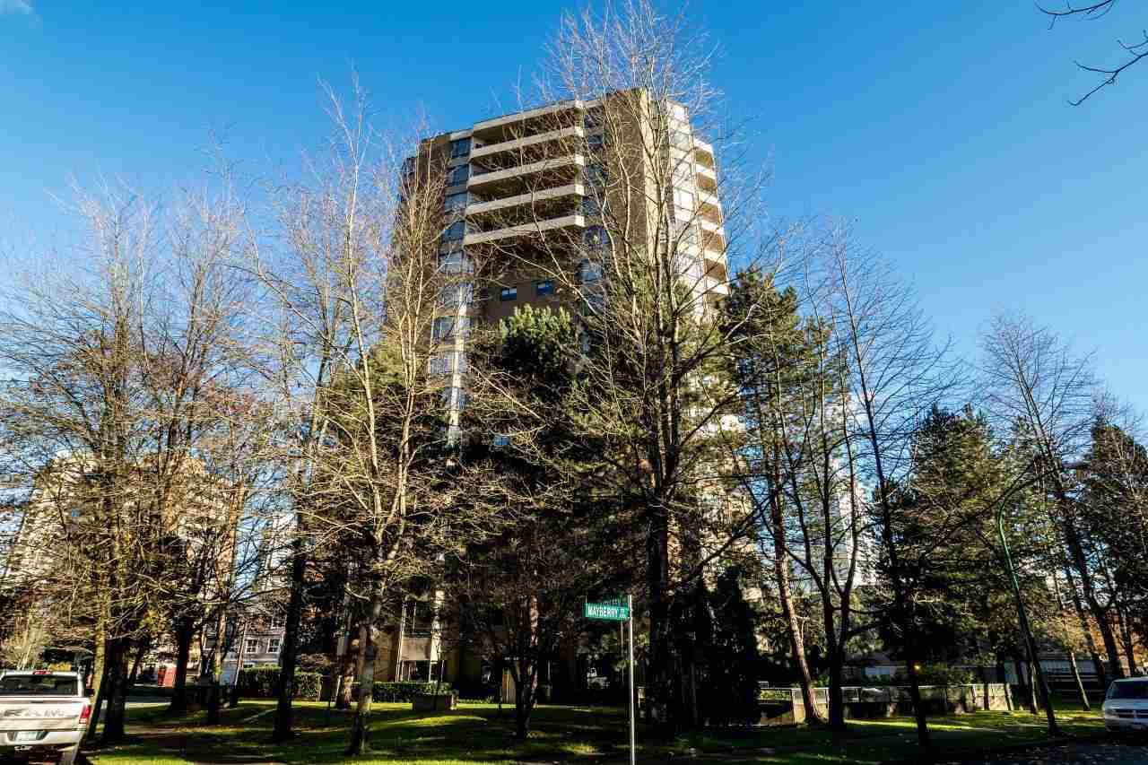 """Main Photo: 202 6282 KATHLEEN Avenue in Burnaby: Metrotown Condo for sale in """"THE EMPRESS"""" (Burnaby South)  : MLS®# R2124467"""