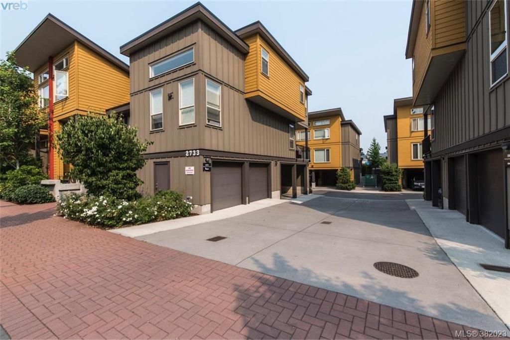 Main Photo: 122 2733 Peatt Rd in VICTORIA: La Langford Proper Row/Townhouse for sale (Langford)  : MLS®# 767545