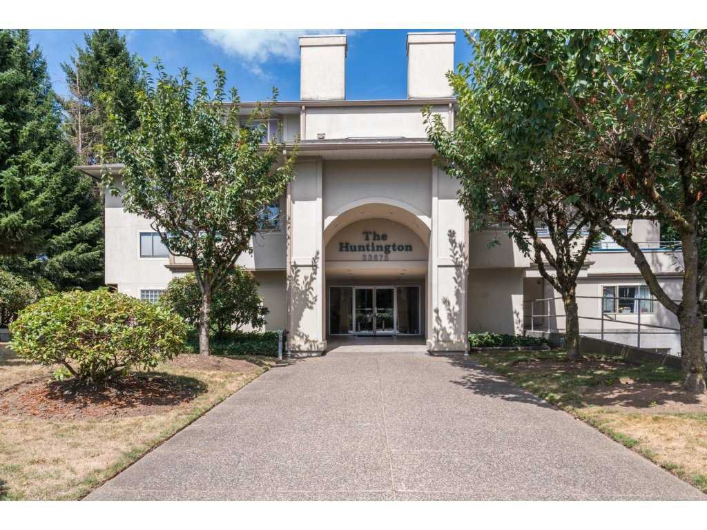 """Main Photo: 202 33675 MARSHALL Road in Abbotsford: Central Abbotsford Condo for sale in """"The Huntington"""" : MLS®# R2214048"""