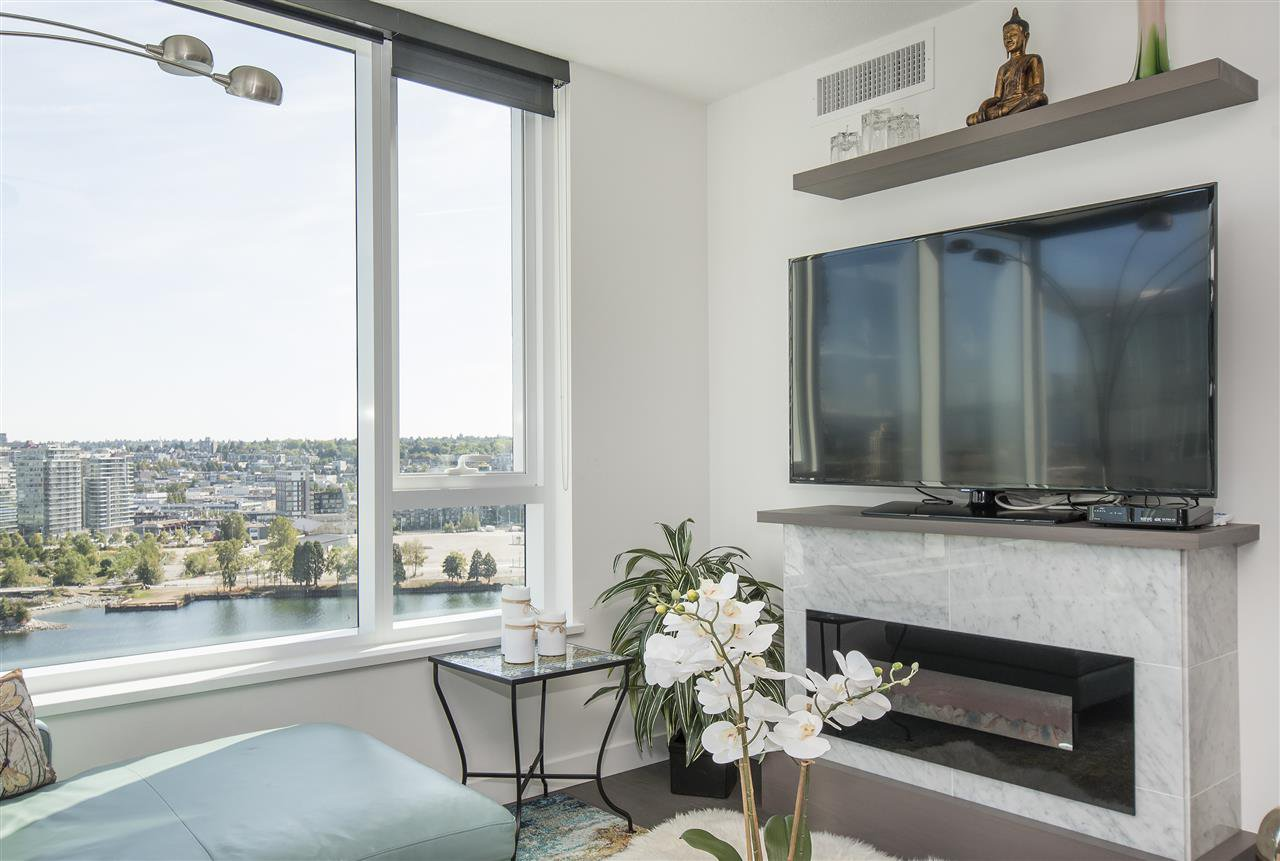 "Photo 5: Photos: 1908 68 SMITHE Street in Vancouver: Downtown VW Condo for sale in ""1 PACIFIC"" (Vancouver West)  : MLS®# R2216431"