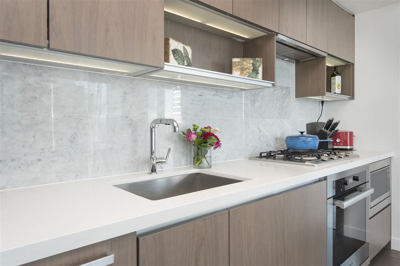 """Photo 10: Photos: 1908 68 SMITHE Street in Vancouver: Downtown VW Condo for sale in """"1 PACIFIC"""" (Vancouver West)  : MLS®# R2216431"""