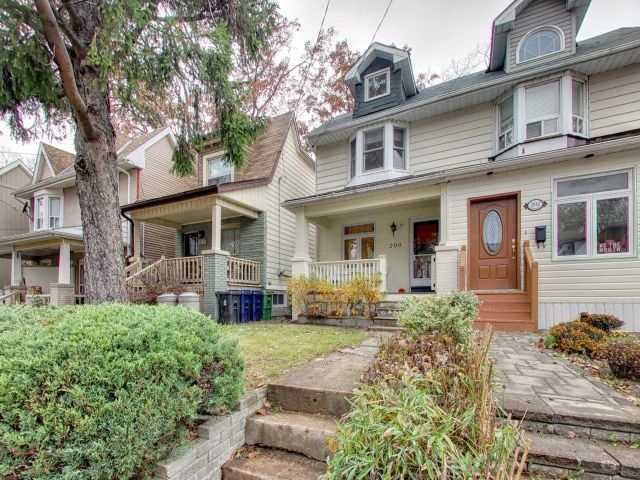Main Photo: 200 Oakcrest Avenue in Toronto: East End-Danforth House (2 1/2 Storey) for sale (Toronto E02)  : MLS®# E3985440