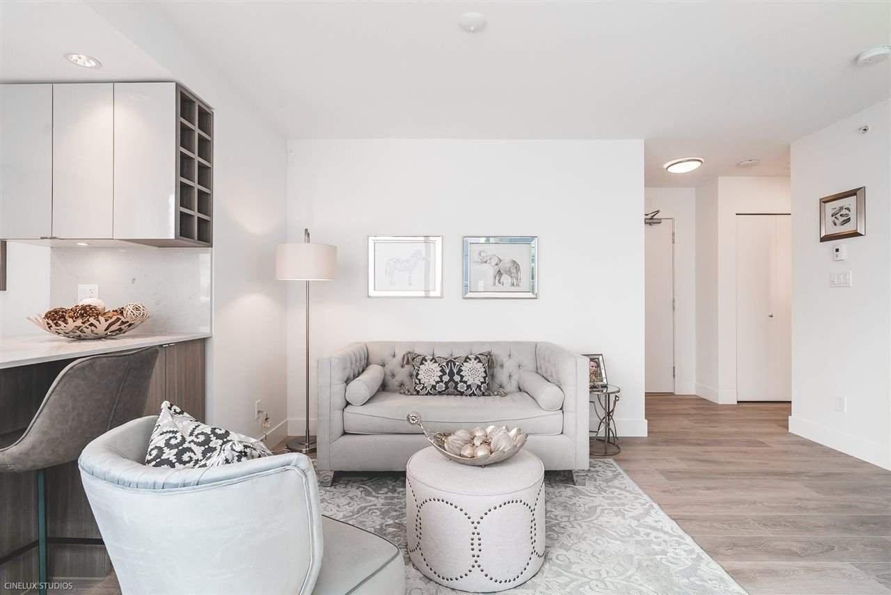 """Photo 2: Photos: 506 1788 COLUMBIA Street in Vancouver: False Creek Condo for sale in """"EPIC AT WEST"""" (Vancouver West)  : MLS®# R2267401"""