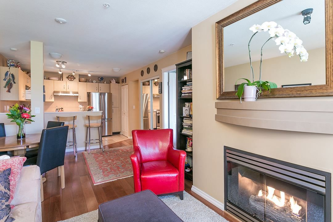 "Main Photo: 322 332 LONSDALE Avenue in North Vancouver: Lower Lonsdale Condo for sale in ""CALYPSO"" : MLS®# R2275459"