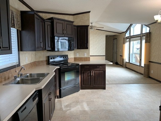 Photo 3: Photos: 8908 76 Street in Fort St. John: Fort St. John - City SE Manufactured Home for sale (Fort St. John (Zone 60))  : MLS®# R2416561