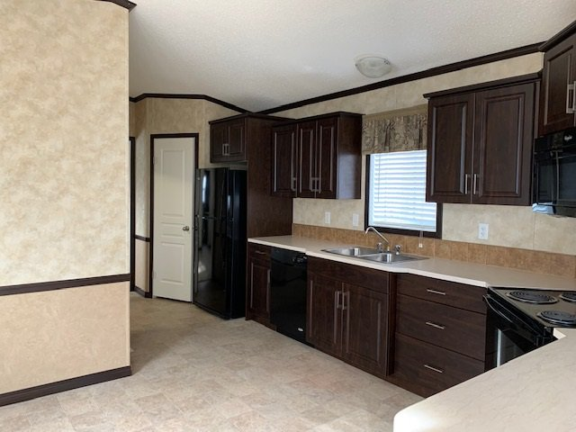 Photo 5: Photos: 8908 76 Street in Fort St. John: Fort St. John - City SE Manufactured Home for sale (Fort St. John (Zone 60))  : MLS®# R2416561