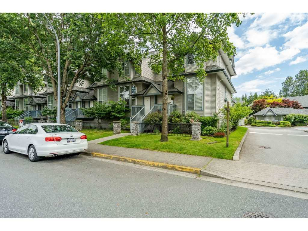 "Main Photo: 50 19034 MCMYN Road in Pitt Meadows: Mid Meadows Townhouse for sale in ""MEADOW VALE"" : MLS®# R2466839"