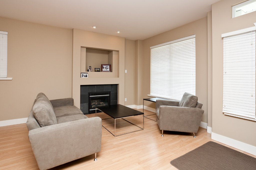 Photo 2: Photos: 1863 PITT RIVER Road in Port Coquitlam: Lower Mary Hill House for sale : MLS®# V874372