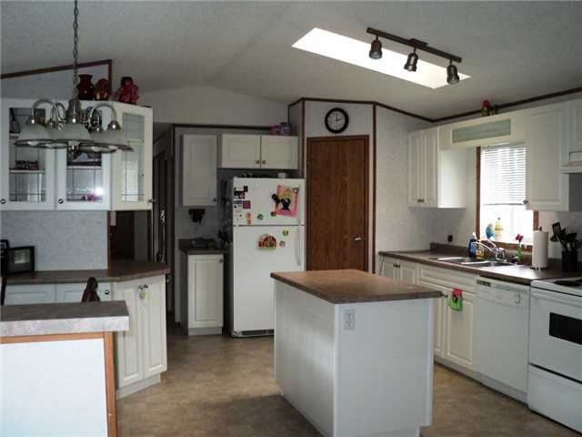 """Photo 3: Photos: 43 5701 AIRPORT Drive in Fort Nelson: Fort Nelson -Town Manufactured Home for sale in """"SOUTHRIDGE MOBILE HOME PARK"""" (Fort Nelson (Zone 64))  : MLS®# N212129"""