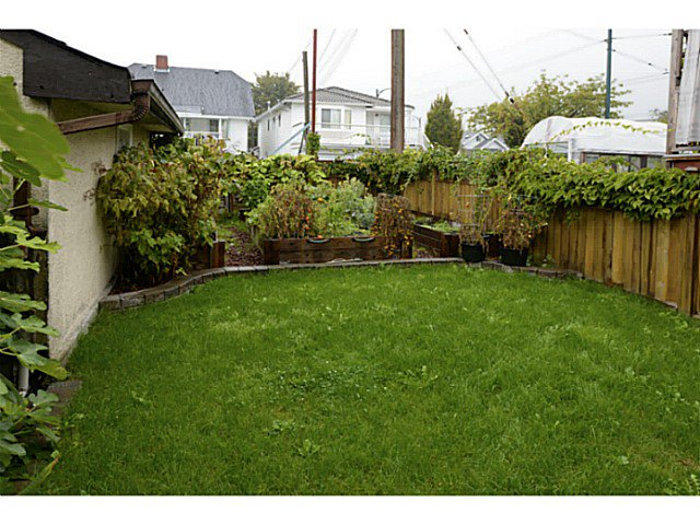 Photo 17: Photos: 2371 ADANAC Street in Vancouver: Hastings House for sale (Vancouver East)  : MLS®# V1085430
