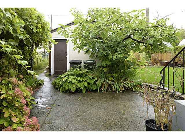 Photo 16: Photos: 2371 ADANAC Street in Vancouver: Hastings House for sale (Vancouver East)  : MLS®# V1085430