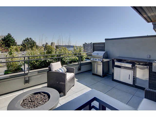 """Main Photo: 300 2432 HAYWOOD Avenue in West Vancouver: Dundarave Condo for sale in """"THE HAYWOOD"""" : MLS®# V1110877"""