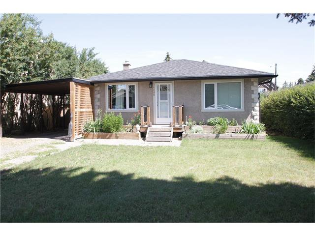 Main Photo: 4608 81 Street NW in Calgary: Bowness House for sale : MLS®# C4023837