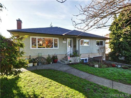 Main Photo: 1055 Nicholson St in VICTORIA: SE Lake Hill House for sale (Saanich East)  : MLS®# 721452