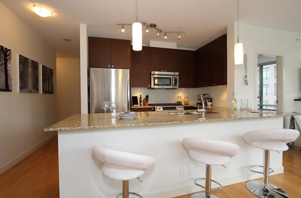 Photo 2: Photos: 304 110 BREW Street in Port Moody: Port Moody Centre Condo for sale : MLS®# R2083005