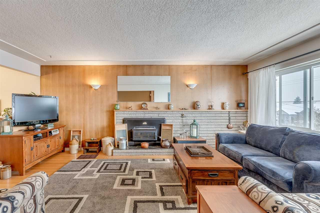 Main Photo: 933 STEWART Avenue in Coquitlam: Maillardville House for sale : MLS®# R2144525