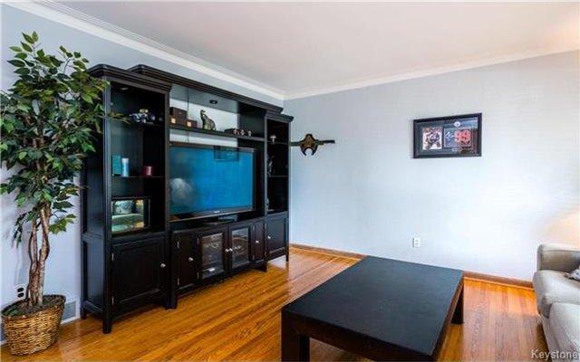 Photo 4: Photos: 418 Golf Boulevard in Winnipeg: Westwood Residential for sale (5G)  : MLS®# 1722817
