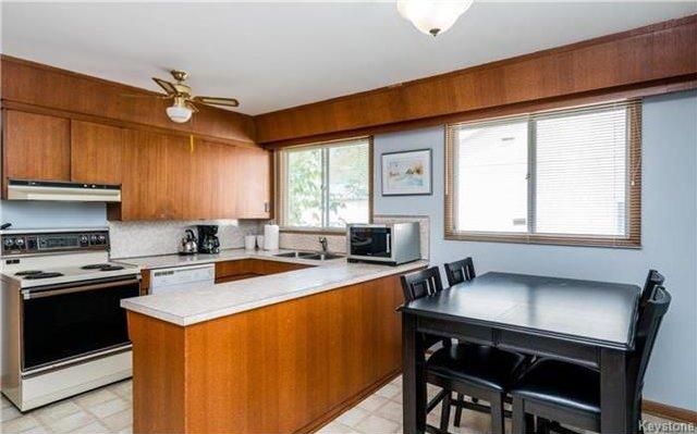 Photo 5: Photos: 418 Golf Boulevard in Winnipeg: Westwood Residential for sale (5G)  : MLS®# 1722817