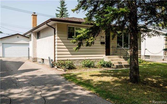 Photo 2: Photos: 418 Golf Boulevard in Winnipeg: Westwood Residential for sale (5G)  : MLS®# 1722817