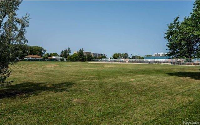 Photo 16: Photos: 418 Golf Boulevard in Winnipeg: Westwood Residential for sale (5G)  : MLS®# 1722817