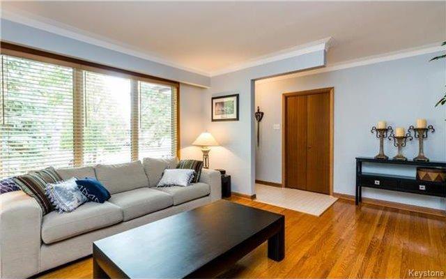 Photo 3: Photos: 418 Golf Boulevard in Winnipeg: Westwood Residential for sale (5G)  : MLS®# 1722817